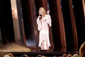 Por qué Dolly Parton rechazó dos veces la Medalla Presidencial de la Libertad de manos de Donald Trump