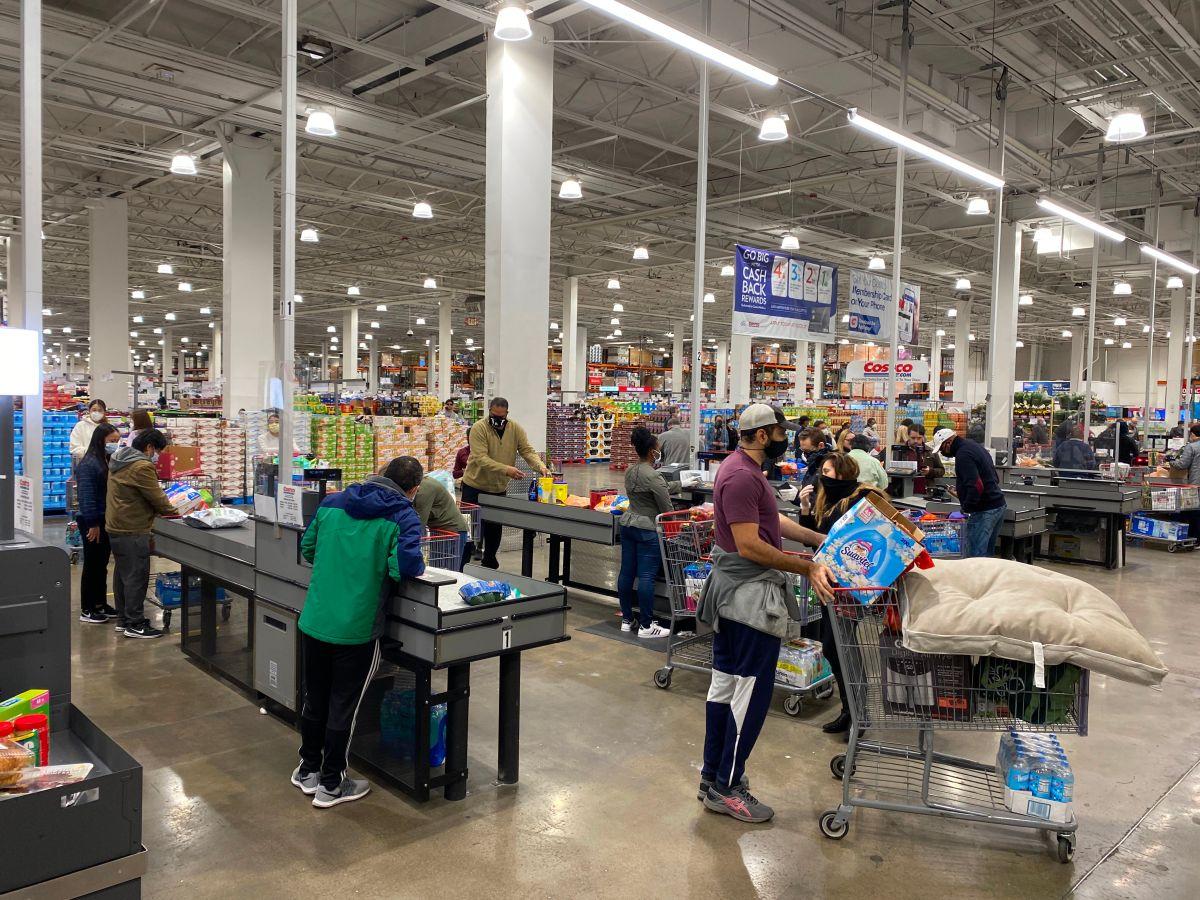 Costco aumenta el salario mínimo a $16 dólares la hora a sus trabajadores