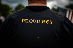 Arrestan a 5 miembros de los Proud Boys por asalto al Capitolio