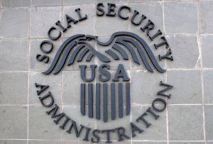 IRS inicia hoy envío de cheques en papel a beneficiarios de Seguro Social que viven en el extranjero