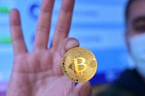 """Por qué el bitcoin es """"extremadamente ineficiente"""" y llevó al desplome de la criptomoneda"""