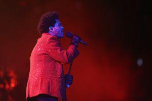Lo que no sabías de la chaqueta roja Givenchy que usó The Weeknd en el Super Bowl