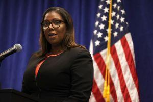 Fiscal Letitia James refuerza batalla legal por suspensión de deportaciones de Biden (podcast)
