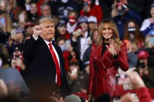 La mención de Trump sobre Melania desató sospechas en CPAC