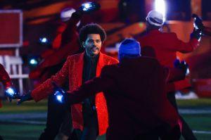 ¿Por qué los bailarines de The Weeknd llevaban el rostro vendado en el Super Bowl?