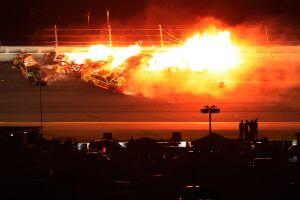 VIDEO: Escalofriante final con choque múltiple y llamas en la primera carrera de NASCAR del año
