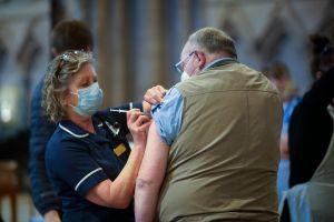 Científicos de Oxford examinan posibles vacunas orales y en aerosol contra el coronavirus