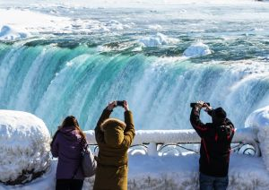Las fantásticas imágenes de las Cataratas del Niágara convertidas en hielo por las bajas temperaturas
