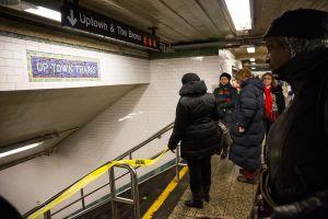 Madre de niño de 2 años que murió impactado por tren en NYC presenta demanda contra la MTA