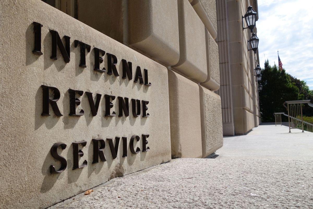 Qué beneficiarios recibirán el tercer cheque de estímulo de $1,400 reducido o no lo recibirán por sus ingresos