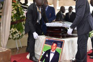 Condenan por homicidio a doctora que atendió a un futbolista que murió en la cancha