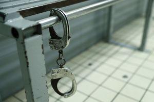 Ayudante de maestra en Luisiana violó a estudiante extranjero en su casa mientras esposo estaba en otra habitación