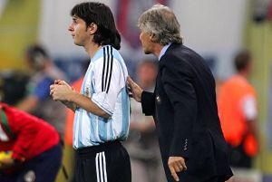 """Messi iba jugar con La Furia, pero la selección argentina se adelantó: """"Prácticamente se lo robamos a España"""", confesó Pékerman"""