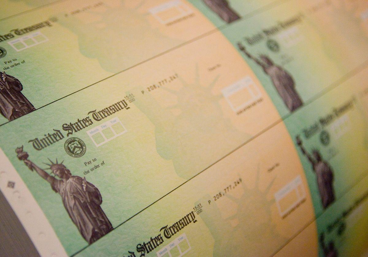 IRS confirma quiénes son los estadounidenses que reciben esta semana su cheque de estímulo de $1,400