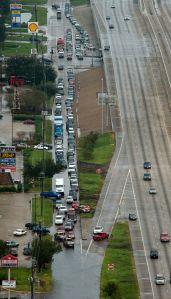 Al menos 5 muertos en choque de unos 100 vehículos en Texas