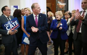 Ex alcalde republicano de San Diego anuncia su postulación para gobernador de California