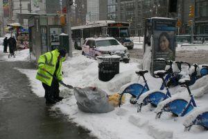 Feroz tormenta de nieve en NY obliga a autoridades a declarar emergencia y a cerrar 204 estaciones del Subway