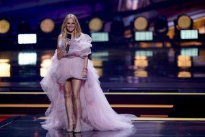 Paulina Rubio 'copia' un antiguo look de Kendall Jenner para su última alfombra roja