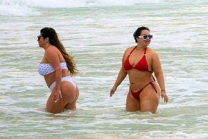 Desnuda, mojada y más segura que nunca, Chiquis Rivera responde a las críticas
