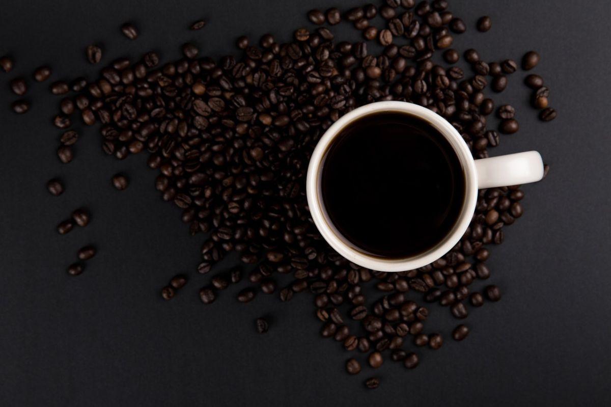 ¿Por qué el café no es lo primero que debes beber por la mañana?