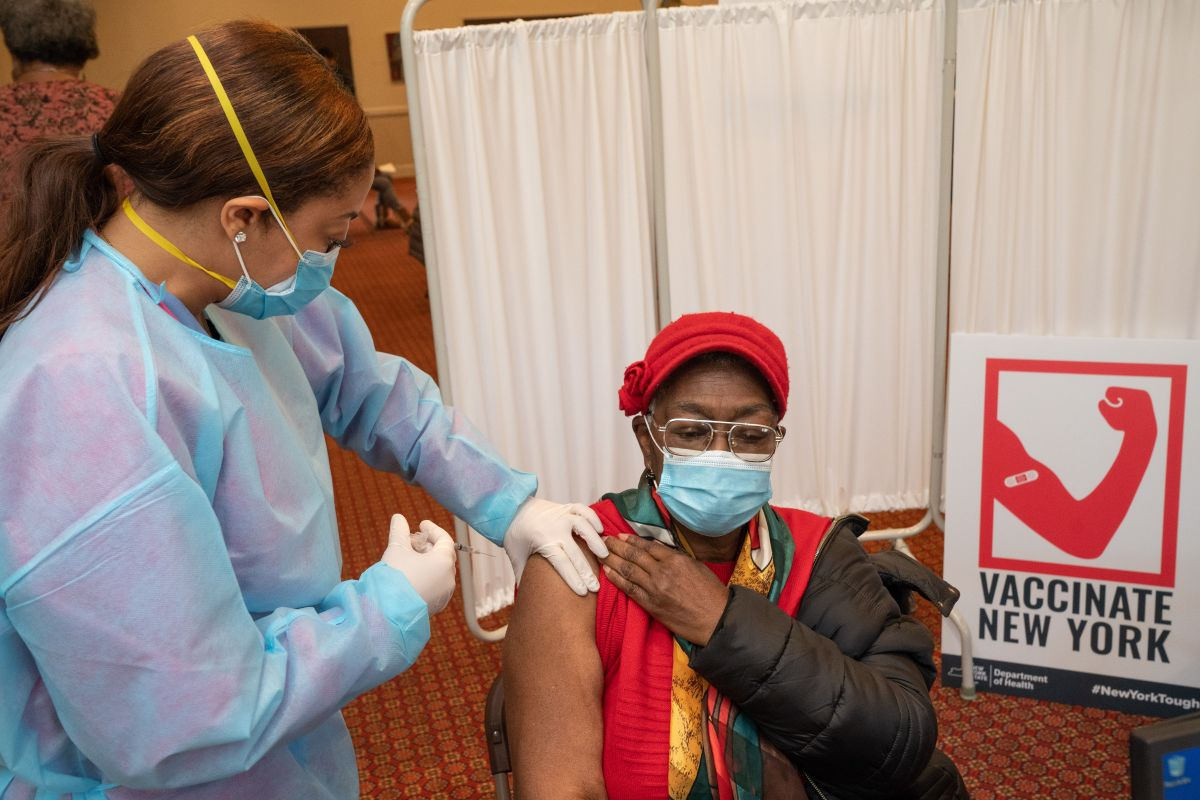 'Mega sitios' de vacunación abrirán este miércoles en Queens y Brooklyn para atender 3,000 personas diarias