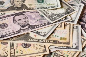 Estadounidenses tienen más ahorros para emergencias que deuda de tarjeta de crédito