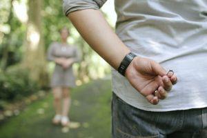 Hombre de Florida le robó anillo a su novia para proponerle matrimonio a otra mujer