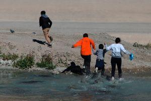 Muere niño hondureño tras intentar cruzar el Río Bravo para llegar a Estados Unidos
