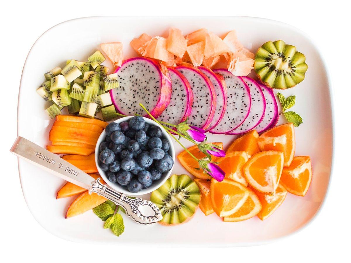 Cuándo es mejor consumir la fruta, ¿antes o después de la comida?