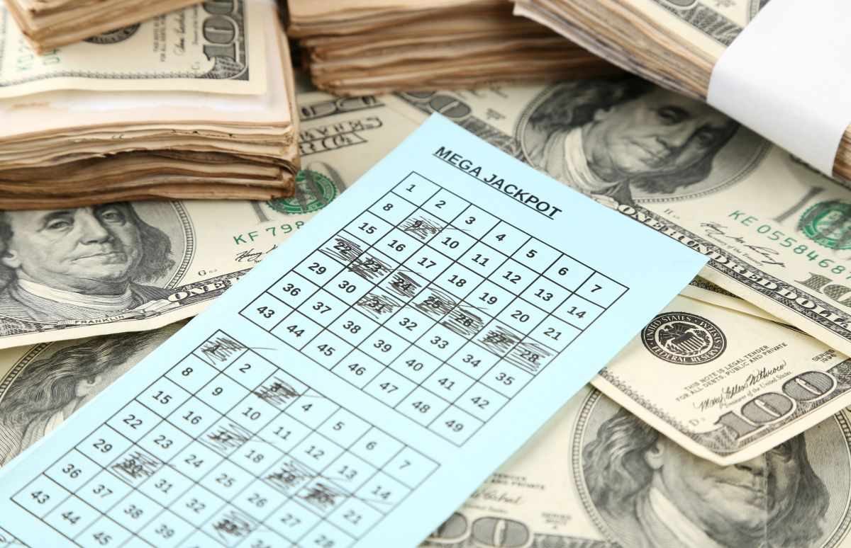 La emocionante reacción de una anciana de 90 años al enterarse que ganó $1,8 millones en la lotería