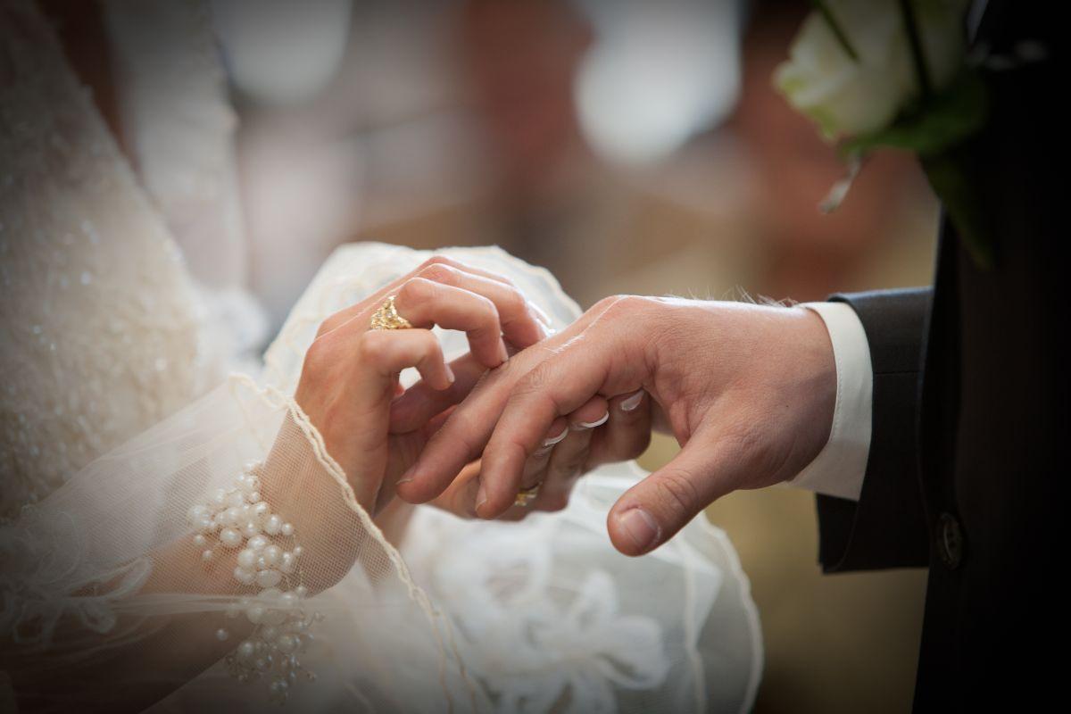 Novia sorprende en boda al pedirle a su esposo le permita abrazar, por última vez, a su ex