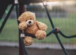 Condenan a niñera a 13 años en prisión tras violar a bebé de 18 meses