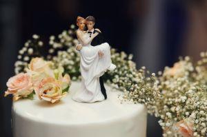 Su novio le fue infiel y terminó casándose con la pareja de la amante
