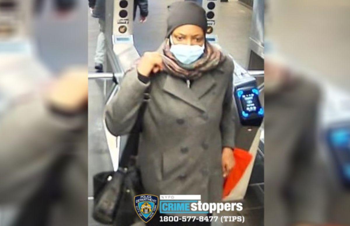 Mujer acuchilló a pasajero tras bendecirlo en vagón del Metro de Nueva York