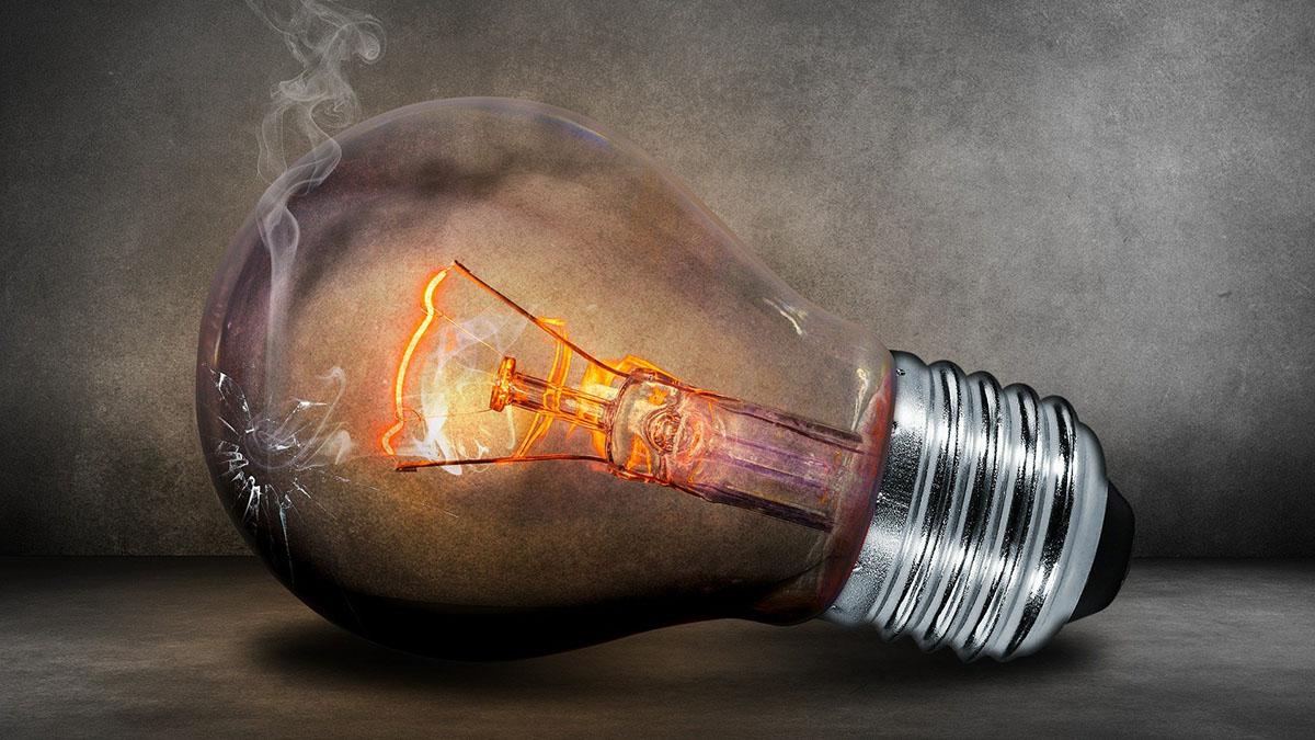 Compañía de energía cobra $17,000 a residente de Texas y lo deduce directamente de su cuenta bancaria