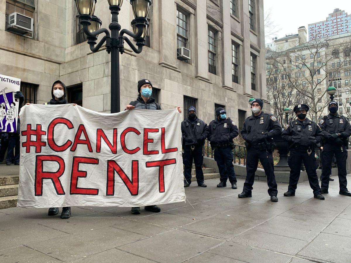 Inquilinos de Nueva York imploran que el Estado pague rentas atrasadas por la crisis del COVID-19