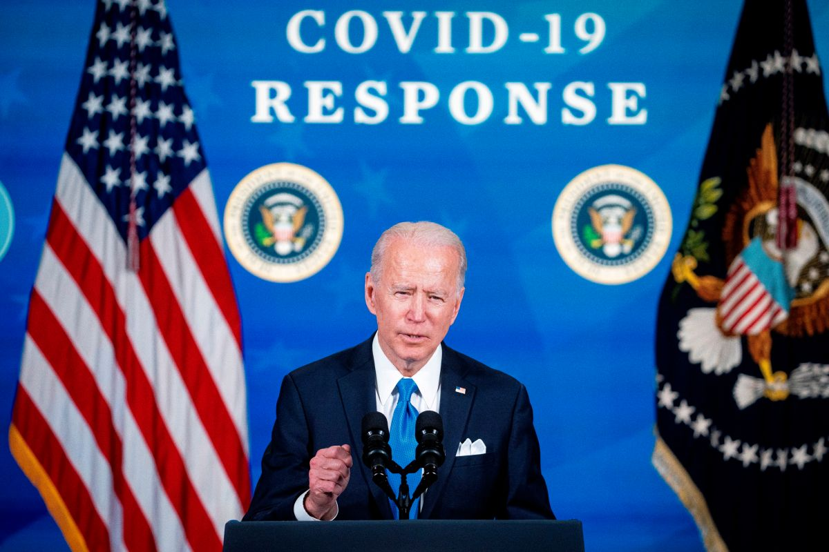 Plan de Biden contra COVID-19 para el 4 de Julio peligra ante menos personas aceptando la vacuna
