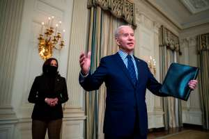 Biden estima que 85 % de hogares en EE.UU. recibirán cheques de estímulo de $1,400 dólares
