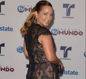 ¡Adamari López desatada! Su minifalda a medio muslo causó sensación