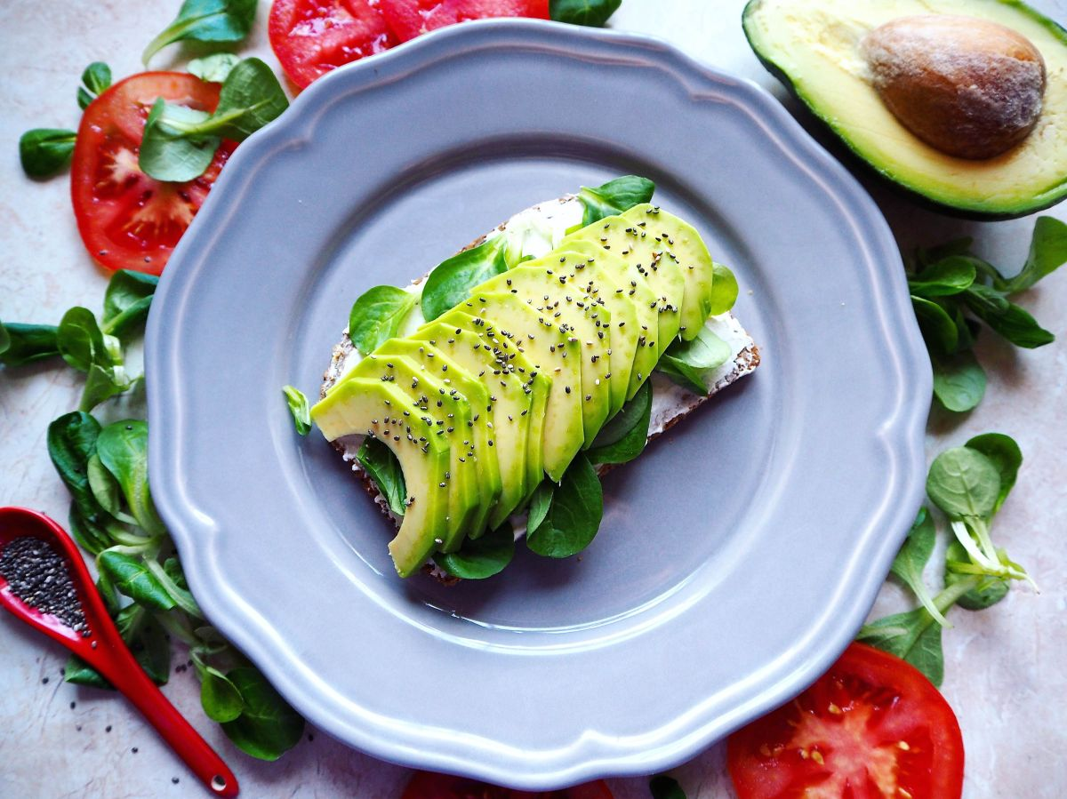 How eating an avocado a day helps to eliminate belly fat