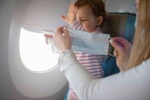 Cancelan vuelo en aeropuerto de Miami por un bebé que no llevaba mascarilla