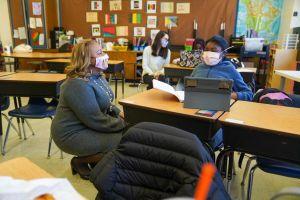 Canciller de Educación de NYC realiza foros virtuales con padres sobre el próximo año escolar