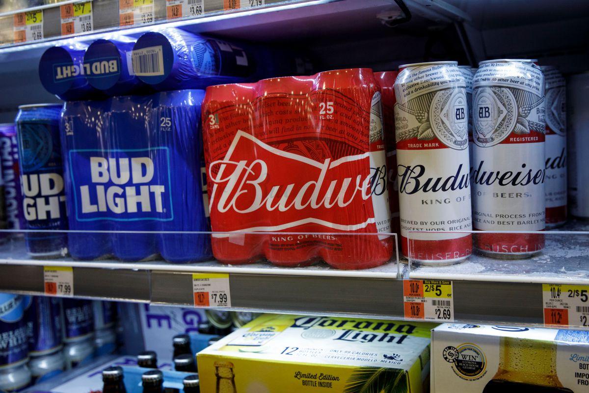 """En el Día de San Patricio Budweiser pondrá un certificado """"verde"""" que anuncia el uso de energía renovable en su fabricación"""