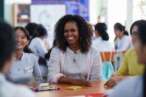 Michelle Obama dice que no le sorprenden revelaciones de Meghan Markle sobre racismo en realeza británica