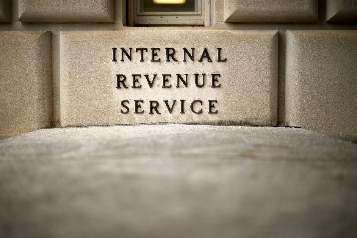 El IRS extendería la fecha para hacer la declaración de impuestos hasta mediados de mayo
