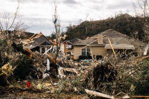 Video capta uno de los más de 20 tornados que destrozaron casas en el sur de EE.UU.