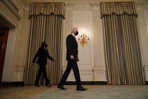 Biden sepulta castigo a inmigrantes que impulsó Trump con regla de carga pública