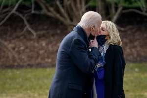 Biden disfruta 59% de aprobación en sus primeros 100 días en el poder; inmigración desplaza al COVID como tema de preocupación