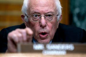 Senador Bernie Sanders se enfrenta a CEO de Amazon, Jeff Bezos, y le echa en cara los $78,000 millones que ha ganado por la pandemia
