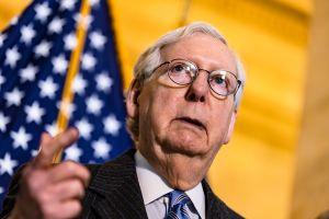 Mitch McConnell amaga a demócratas con bloquear a quien Biden nomine para la Corte Suprema
